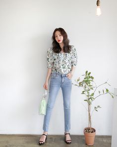 Korean Fashion : K Daily 2018 style Cute Asian Fashion, Korean Fashion Summer, Korea Fashion, Japanese Fashion, Ulzzang Fashion, Ootd Fashion, Tall Women Fashion, Winter Fashion Outfits, Korean Outfits
