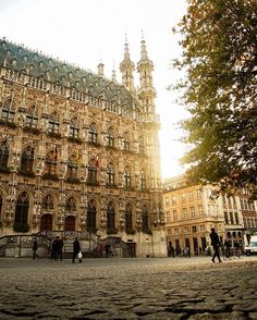 We're continuing our short three-day road trip marathon. So, yesterday we finally visited the city of the biggest and oldest university in Belgium - Leuven! It was a beautiful and warm autumn evening - a perfect chance to try and capture this city in most wonderful way - during the golden hour! In this light the city looked just magical! At one point, while we were taking pictures, I caught myself thinking and just imagining how this city looked like hundreds of years..
