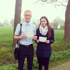 Brother and sister in the Memorial invitation campaign in the Netherlands. For a location near you see www.jw.org - Photo shared by @annetbrand