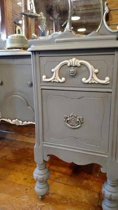 Hurricane gray by Dixie Belle Paint #paintedvanity Chalk paint shabby