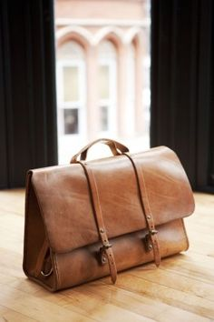 Buy bespoke hand-made bags by Etwas, the Brooklyn based design studio now online in the UK and Europe from I Like It Here Boutique.  The Standard Messenger or Dispatch bag is made from robust thick leather.