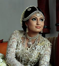 Find Best Bridal Makeup Artists Singapore , Hire best Bridal Makeup artist at most affordable budget from Mastani Bridal. We make sure you will be pleased and surprised with our work. Best Indian Wedding Dresses, Indian Wedding Photos, Traditional Wedding Dresses, Indian Bridal, Best Bridal Makeup, Bride Makeup, Wedding Makeup, Hair Tips Home Remedies, Healthy Hair Tips
