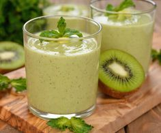 Add Nutrition To Your Diet With These Helpful Tips. Nutrition is full of many different types of foods, diets, supplements and Kiwi Smoothie, Fruit Smoothies, Healthy Smoothies, Healthy Drinks, Detox Smoothies, Healthy Detox, Healthy Eating Tips, Detox Recipes, Healthy Recipes