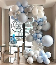 Balloons are decorations that can make any party lively. If you can use balloon decorations at the wedding, you can make your wedding the biggest and coolest party in life. Deco Baby Shower, Baby Shower Winter, Baby Shower Balloons, Baby Shower Parties, Baby Shower Themes, Baby Boy Shower, Balloon Flowers, Balloon Garland, Balloon Decorations