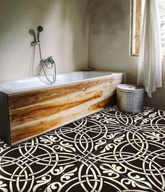 oversized black and white bathroom tiles really make a statement