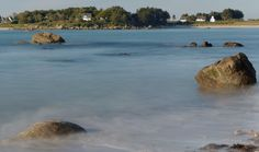 Vue sur Kerlouan - Roc'h Cleger Braz) (marée montante à la baie de Guissénys sur mer, en pose longue, finistère)