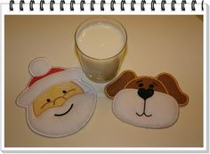 ITH Dog and Santa mug rug applique. Free Embroidery Designs, Cute Embroidery Designs