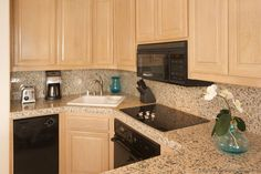 Lighter kitchens | ... of Kitchens - Traditional - Light Wood Kitchen Cabinets (Kitchen #18