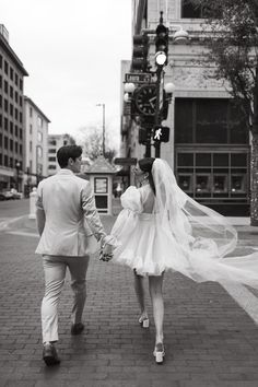 Romantic Downtown Elopement with Short wedding Dress Mini Wedding Dresses, Bridal Dresses, Outdoor Wedding Pictures, Wedding Photos, Planning A Small Wedding, Beauty Routine 20s, Elopement Dress, Blush Bouquet, Dream Wedding