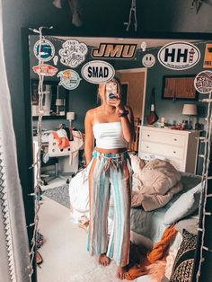 The best decor ideas to create a fun & cute Vsco room Room Ideas Bedroom, Bedroom Inspo, Bedroom Decor, Teenager Outfits, Girl Outfits, Fashion Outfits, Sweater Outfits, Fashion Tips, Cute Summer Outfits
