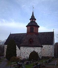 Tenala kyrka (finska: Tenholan kirkko) är en kyrkobyggnad i Tenala i Borgå stift i Finland. - Kyrkan uppfördes under 1300- och 1400-talen och är helgad åt Sankt Olof. Byggnaden är treskeppig och på pelarna finns bibliska målningar från 1675. Kyrkan genomgick en grundlig restaurering 1984-86.