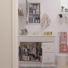 Trendy bathroom organization hacks home Easy Home Decor, Apartment Decor, Home Organization, Diy Home Decor, Bathroom Decor, Bathroom Shelf Decor, Home Diy, Diy Bathroom Storage, Bathroom Cabinet Organization