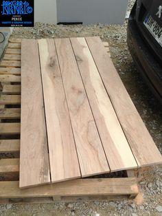 TABLE DIY / SUR BASE TABLE IKEA PONCEE ET REPEINTE / PEKCE GRAFFITI SURFBOARD FINS