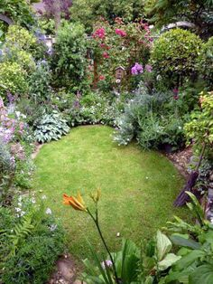 Latest garden ideas for back of house only on kennyslandscaping.com Small Cottage Garden Ideas, Unique Garden, Garden Cottage, Small Garden Design, Garden Ideas For Small Spaces, Small Garden Oasis, Small Garden Plans, Garden Nook, Garden Kids