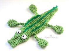 Ideas Crochet Afghan Patterns For Boys Repeat Crafter Me Crochet Baby Bibs, Cute Crochet, Crochet Toys, Crochet Santa, Crochet Teacher Gifts, Crochet Gifts, Single Crochet Decrease, Repeat Crafter Me, Crochet Bookmarks
