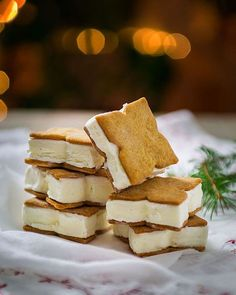Gingerbread and vanilla ice cream sandwiches. A last minute treat at Christmas. Ice Cream Cookie Sandwich, Ice Cream Cookies, Roasted Chestnuts, Vanilla Ice Cream, Christmas Treats, Christmas Eve, Let Them Eat Cake, Gingerbread Cookies, Sandwiches