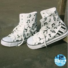 OMG PIANO CONVERSE!!!! I WANT!!! Painted Canvas Shoes, Custom Painted Shoes, Custom Shoes, Fashion Bags, Fashion Shoes, Converse Design, Music Shoes, Shoes Photo, Comfy Shoes