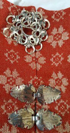 (1) FINN – Rød Trønderbunad inkl alt sølv og skjorte, tilsalgs Norwegian Style, Bridal Crown, Norway, Wedding Jewelry, Brooch, Vintage, Fashion, Moda, Fashion Styles