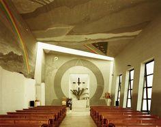 Interiér kostola a monumentálna nástenná maľba akademického maliara Vladimíra Popoviča