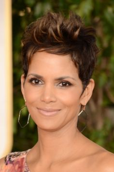 Halle Berry nude makeup look