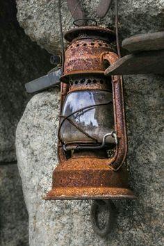 Rusty lantern Photo Outrora iluminei par Olhar_Captado on