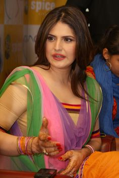 Zarine Khan During The Promotion OF Film 'Jatt James Bond' In Spice Mall,Noida, Uttar Pradesh ★ Desipixer ★ Bollywood Actress Bikini Photos, Beautiful Bollywood Actress, Bollywood Celebrities, Beautiful Actresses, Indian Celebrities, Beautiful Girl Indian, Most Beautiful Indian Actress, Beautiful Saree, Indian Bollywood