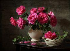 Flowers Vase Painting Pink Roses Ideas For 2019 Big Flowers, Paper Flowers Diy, Amazing Flowers, Beautiful Flowers, Flower Vases, Flower Art, Flower Crafts, Art Du Monde, Blue Bouquet