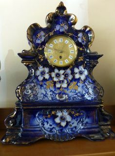 Huge Beautiful Flow Blue Porcelain Clock Lots Of Gold Flow Blue China, Blue And White China, New Blue, Unusual Clocks, Cool Clocks, Mantel Clocks, Clock Decor, Antique Clocks, Or Antique