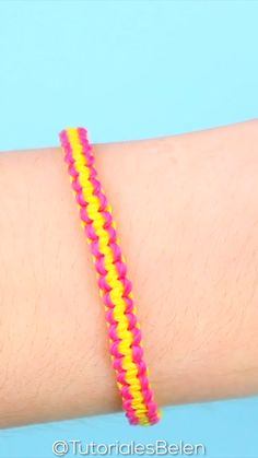 Pulseras de la amistad de hilo/ DIY friendship bracelets tutorial - The Effective Pictures We Offer You About diy face mask sewing pattern A quality picture can tell - Diy Bracelets With String, Diy Bracelets Easy, Bracelet Crafts, Braided Bracelets, Ankle Bracelets, Yarn Bracelets, Embroidery Bracelets, Braclets Diy, Embroidery Floss Crafts