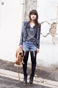 Voilà l'Automne, voilà l'automne ! - Le Blog de Betty Look Fashion, Diy Fashion, Spring Fashion, Tights And Boots, Shorts With Tights, Jean Shorts, Rock Style, My Style, Nyc Spring