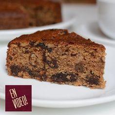 Esta torta de ciruelas desecadas lleva muy pocos ingredientes, perorealmente se van a sorprender de lo rica que es y muy fácil de preparar. Es económica