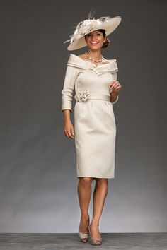 Short fitted dress with elbow length sleeves and wide collar 6757