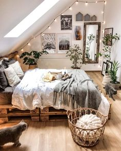 Awesome Bohemian Bedroom Designs and Decor Bohemian Bedroom Decor Awesome Bedroom Bohemian bohoHomeDecor Decor Designs Cute Bedroom Ideas, Cute Room Decor, Room Ideas Bedroom, Home Decor Bedroom, Bedroom Inspo, Earthy Bedroom, Wood Room Ideas, Square Bedroom Ideas, Teen Bedroom Inspiration
