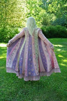 aufbewahrung garten kleidung kosmetik wohnen it yourself clothes it yourself home decor it yourself projects Sweater Coats, Wool Coats, Moda Hippie, Coat Of Many Colors, Elfa, Diy Kleidung, Knitted Flowers, Altered Couture, Mode Outfits