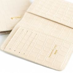 MONA leather passport holder