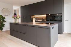 Luxury Kitchen Design, Kitchen Room Design, Interior Design Kitchen, Open Plan Kitchen Diner, Open Plan Kitchen Living Room, Grey Kitchens, Home Kitchens, Kitchen Workshop, Cocina Office
