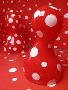 Yayoi Kusama, Japan red white dots