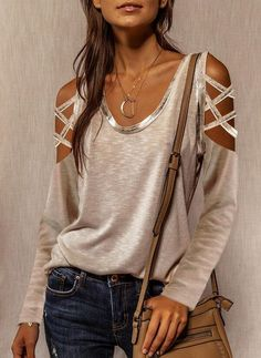 Chic Type, Trend Fashion, Look Fashion, Cutout Shirts, Types Of Sleeves, Long Sleeve Tops, Casual T Shirts, Cold Shoulder, Shoulder Sleeve