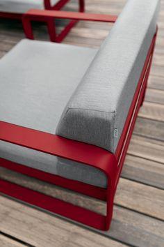 Wood And Metal Shelves, Metal Sofa, Wooden Sofa Designs, Garden Sofa Set, Garden Deco, Grey Cushions, Steel Furniture, Sunbrella Fabric, Metal Crafts