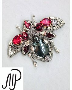 "223 Likes, 10 Comments - Marina Prisyach (@marinaprisyach_jewellery) on Instagram: ""#mpaccessories #marinaprisyach #jewellery #Swarovski #brooch #bee #designer #украшения #сваровски…"""