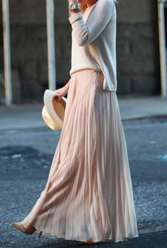 Pretty in pastel - such a lovely outfit #fashion #maxiskirt