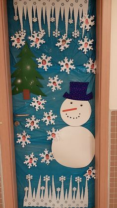 თოვლის ბაბუა კარზე Preschool Education, Preschool Crafts, Door Bulletin Boards, Christmas Door Decorations, Classroom Door, Sunday School, Kindergarten, Nursery, Kids Rugs