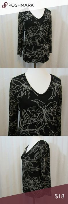 "Chico's Travelers Black White Floral Top 0 XS Brand: Chico's Size: XS Material: 95% Acetate 5% Spandex Care Instructions: Machine Wash  Bust: 38"" Sleeves: 18"" Length: 23""  All clothes are in excellent used condition. No tears, stains or holes unless otherwise I noted.   P87 Chico's Tops"