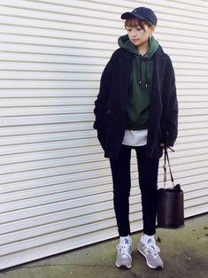 Pin by Gladys Vazquez on Outfits Ulzzang Fashion, Tomboy Fashion, Fashion Pants, Fasion, Fashion Outfits, Edgy Outfits, Korean Outfits, Girl Outfits, Daily Fashion