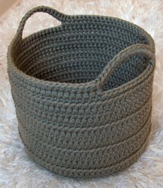 Crochet Diy Chunky Crocheted Basket By Elizabeth Pardue - Free Crochet Pattern - (ravelry) - Crochet Diy, Crochet Storage, Chunky Crochet, Crochet Home, Crochet Crafts, Ravelry Crochet, Chunky Yarn, Single Crochet, Crochet Ideas