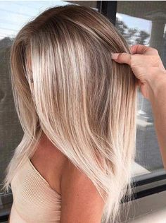 Stylish balayage hair colors for dark roots to try out in it . - Stylish balayage hair colors for dark roots to try out in out - Blonde Hair Looks, Brown Blonde Hair, Dark Hair, Blonde Brunette, Blonde Hair With Dark Roots, Silver Blonde, Icy Blonde, Ombré Hair, New Hair