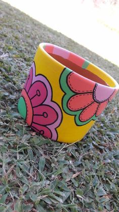 Plant Crafts, Clay Pot Crafts, Garden Crafts, Painted Plant Pots, Painted Flower Pots, Pots D'argile, Clay Pots, Bottle Art, Bottle Crafts