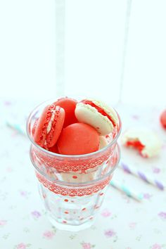 Strawberry cream macaroon recipe [I simply love these]