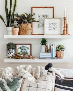 Explore farmhouse style shelf decor ideas for your bedroom, living room, and kitchen walls. Learn what to use and how to arrange shelf decor pieces. Boho Living Room, Home And Living, Living Room Shelf Decor, Wall Shelf Decor, Wall Shelves, Modern Living, Living Room Decorating Ideas, Decor Room, Decor For Walls