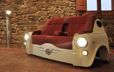 Bar australiano faz sofá de espera feito de partes de carro antigo com estilo retrô...